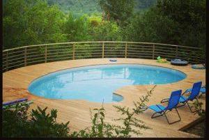 Lames de terrasses autour d'une piscine